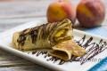 Миниатюра к статье Блины с фруктами: простые продукты — необычное исполнение
