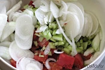 салат у шашлыку