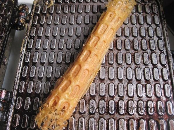 Хрустящие вафельные трубочки, рецепт с пошаговыми фото