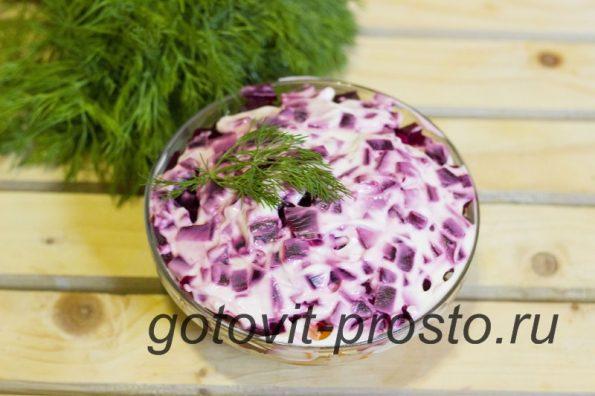 салат с скумбрией копченой